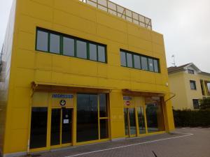 Altro immobile commerciale in affitto - 234 mq