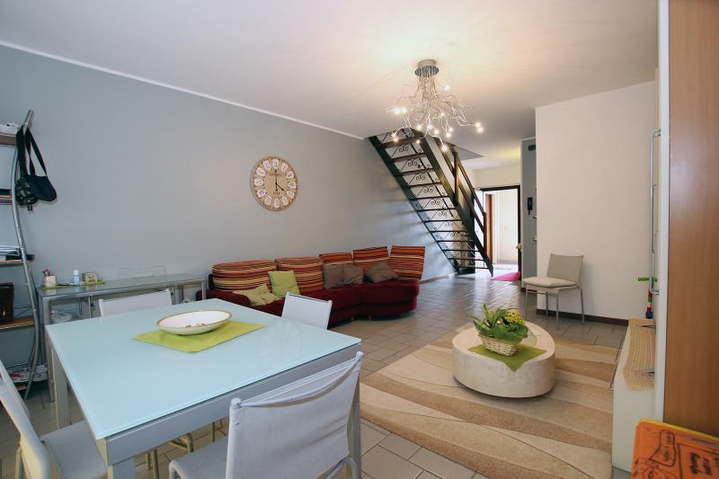 Vendita Quadrilocale Appartamento Azzate via tiziano 2 4709