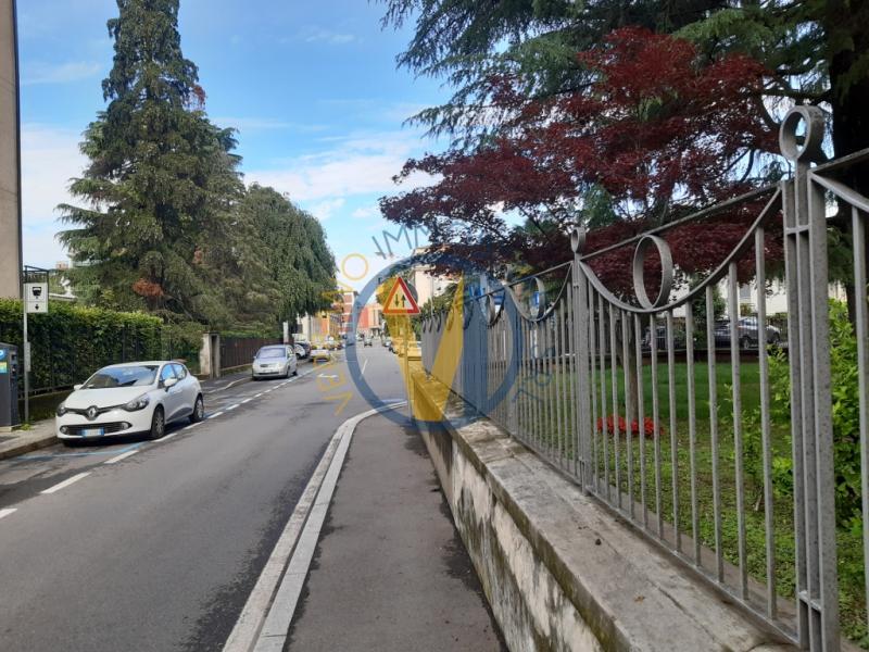 Ufficio diviso in ambienti/locali in affitto a Varese, Via ...
